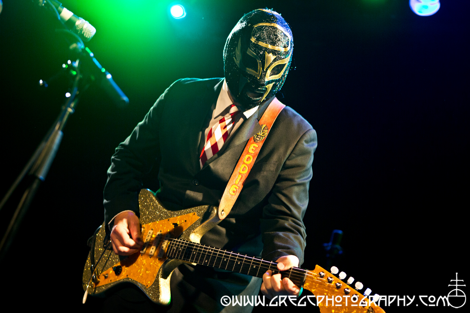 Los Straitjackets with Nick Lowe Quality Holiday Review_24_20141220